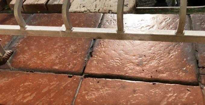 Odpadające płytki na balkonie