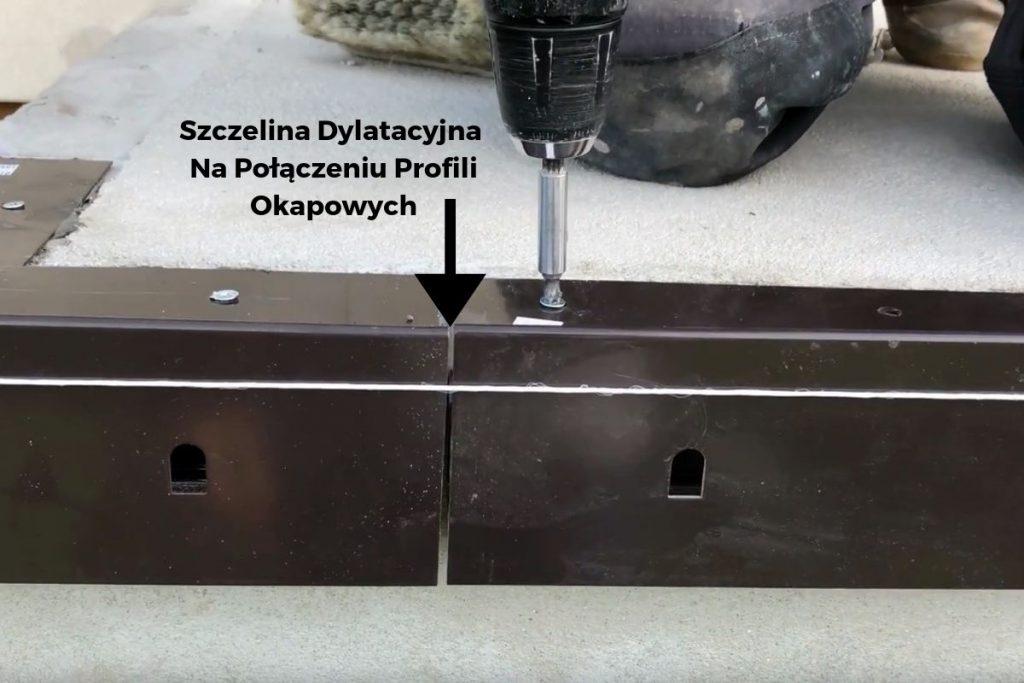 Szczelina dylatacyjna na połączeniach profili okapowych