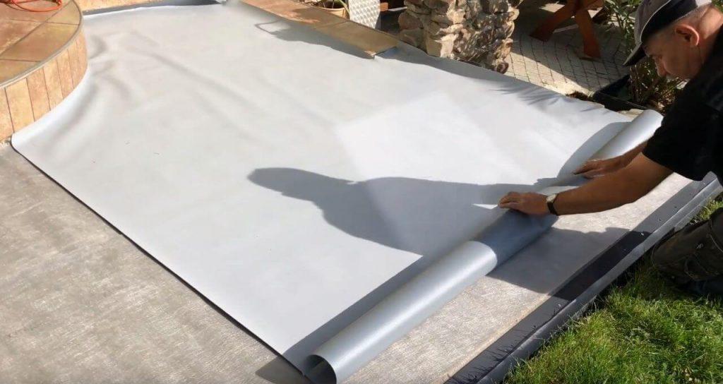 Układanie membrany PVC